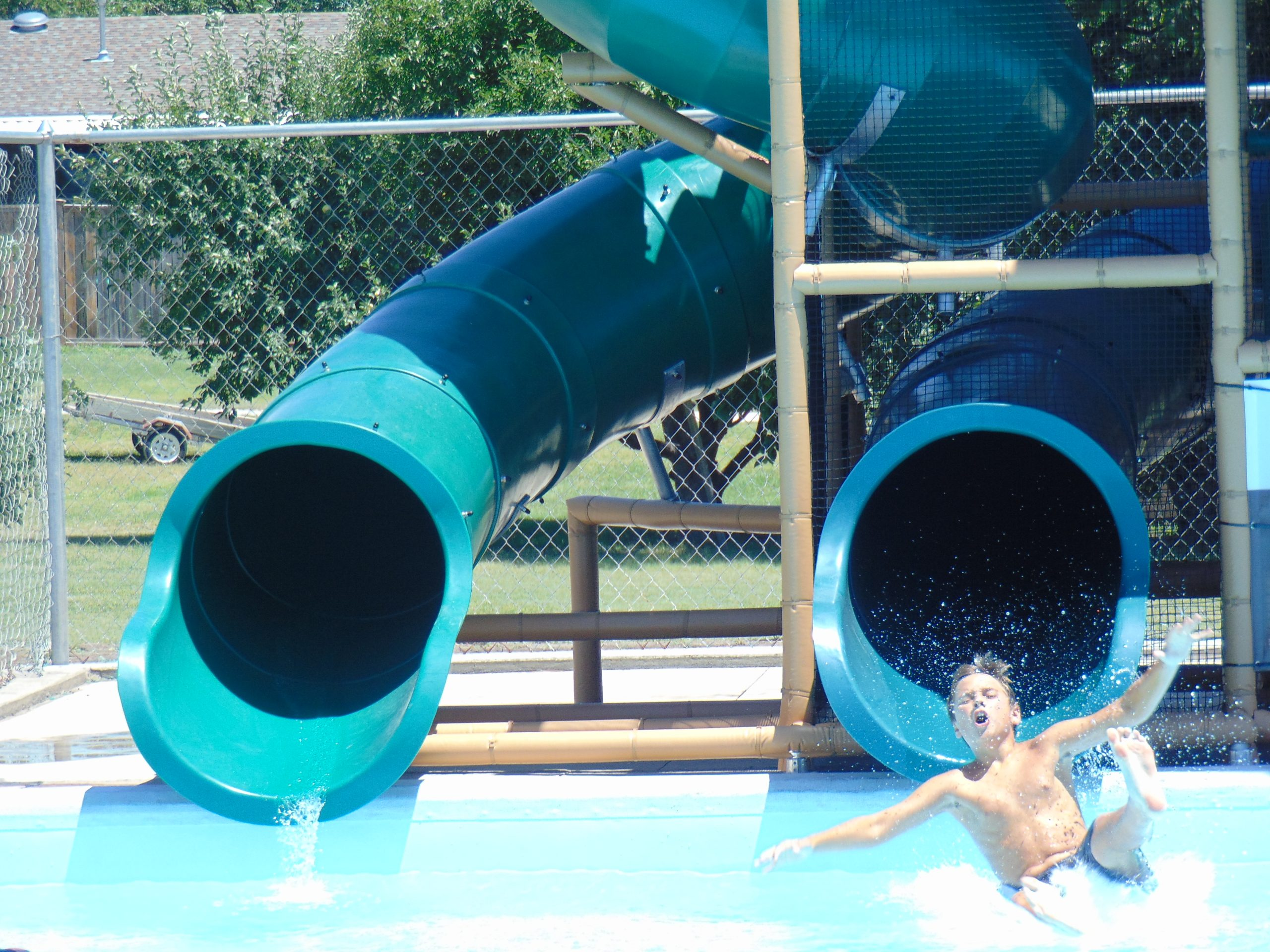 Dual slide splash